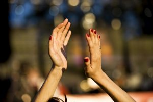 mains qui applaudissent