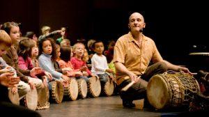 spectacle les tambours d'akatu par les enfants