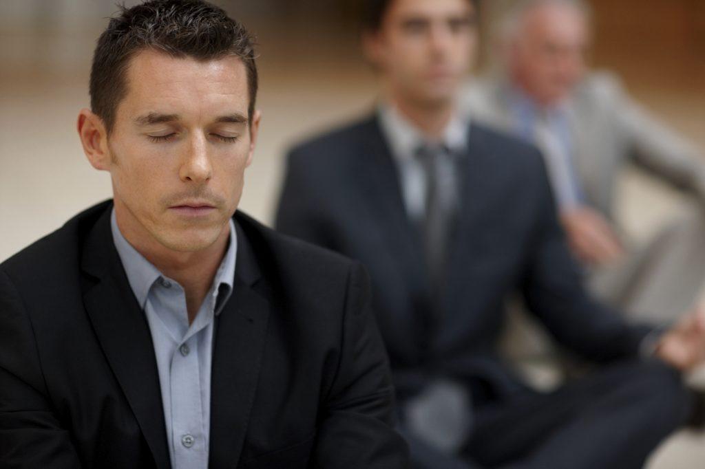 jeune homme en méditation